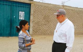 Caminando en la arena: Comunidad inserta en el barrio Nuevo Horizonte,Chimbote